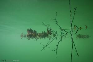 spiegeling, onderwaterfotografie, helder water, blik onder water